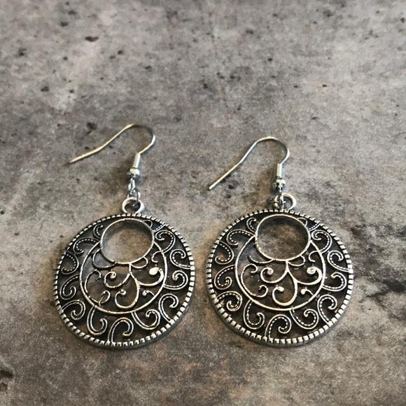 Jewelry - Round Silver Drop Earrings
